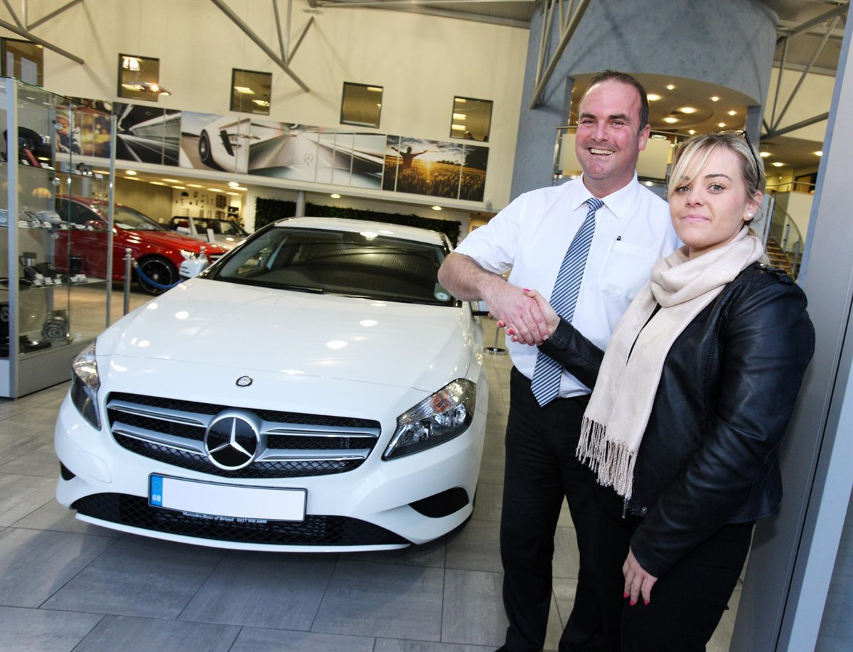 Mercedes benz uk breaks 100 000 registrations barrier for Barrier mercedes benz