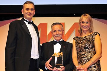 AM editor Jeremy Bennett presents the Business Leader of the Year award to Ray Sommerville, Perrys Motor Sales in 2015