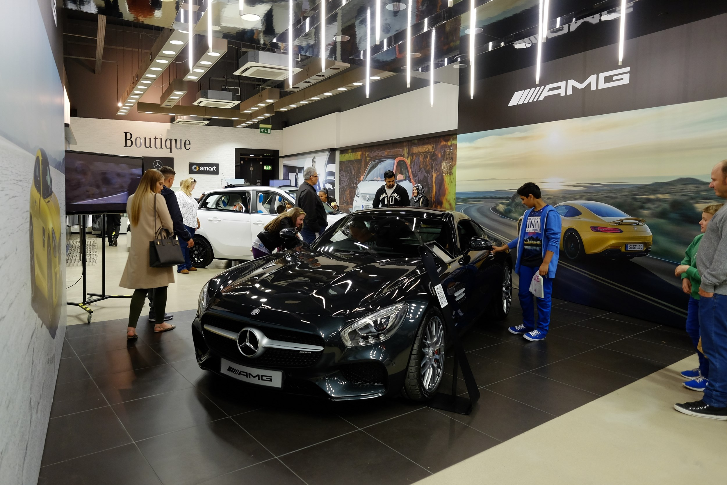 Mercedes-Benz Retail Group Opens Pop-up Stores In