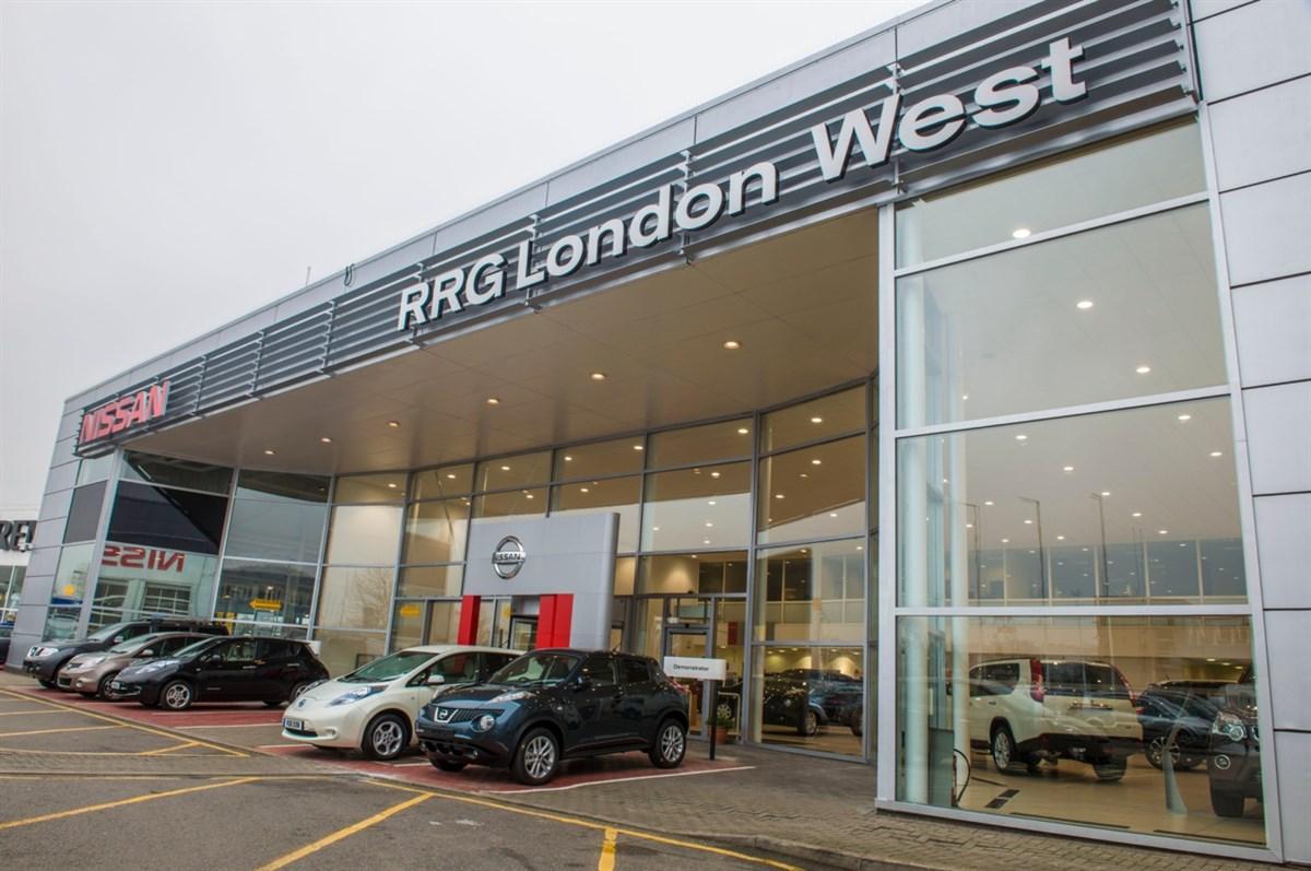 huge nissan dealership opened in london by renault dealer. Black Bedroom Furniture Sets. Home Design Ideas