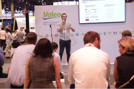 WhoCanFixMyCar.com receives 'automotive garage of tomorrow' award
