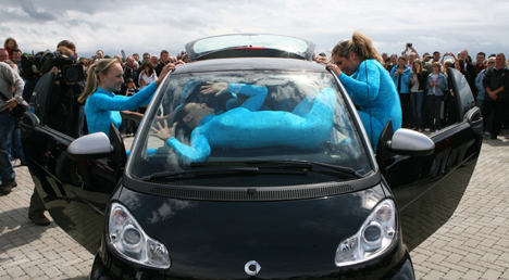 13 people crammed into a Smart Fortwo