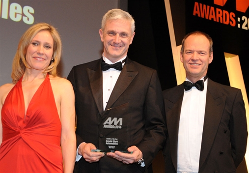 Arnold Clark MD Eddie Hawthorne, centre, with Sophie Raworth and Black Horse's Chris Sutton